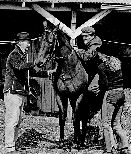 """Small in stature but tough as nails"" Tuscalee raced 10 years, all with trainer Joe ""Leiter"" Aitcheson (left), who watches on as daughter Jane A. Curly gives a leg up to her brother, Joe Aitcheson Jr. Franois Routt photo."